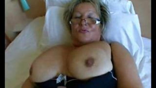 Fette Oma mit dicken Titten in den Arsch gefickt