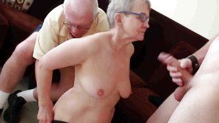 Geile Oma wird von Zivi gefickt
