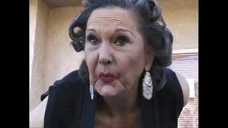 Das ist ein geiler Oma Mundfick