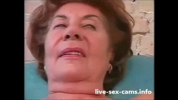 Oma steht auf Analsex im Grannyporno