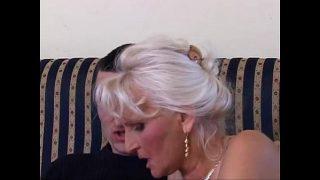 Ein Oma Piss Porno mit viel Natursekt