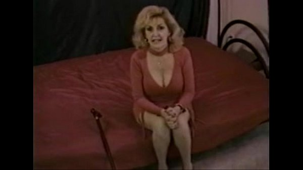 Große Titten Frauen saugen Schwanz