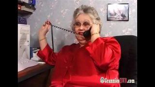 Oma hat echt geile dicke Titten