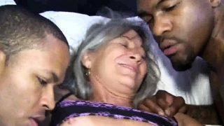 Echt guter Oma Interracialporno