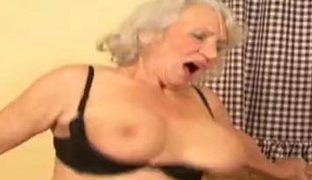 Harte Schwänze findet Oma geil