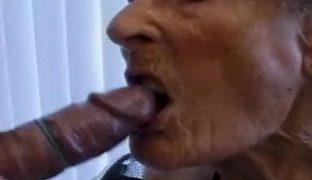 Eine zahnlose Oma bläst besser