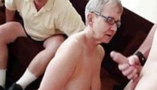 Oma geht fremd mit Jungschwanz