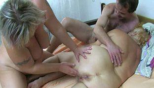 Haarige alte Muschi braucht geilen Sex