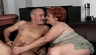Oma Lutscht Penis
