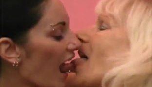 Oma Lesben Porno mit geilen Weibern
