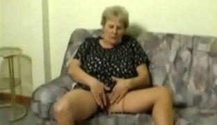 Selbstbefriedigung mit Oma