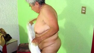 Dicke alte Frau nackt