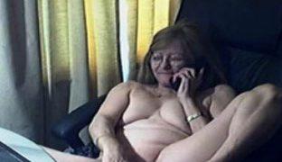 Oma macht geilen Telefonsex