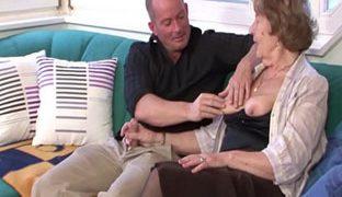 Deutscher Oma Porno mit Enkel
