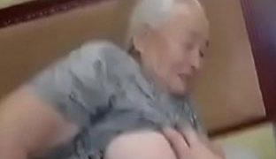 Graue Haare dicke Titten