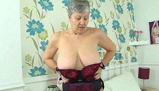 Dildo Fick mit englischer Oma