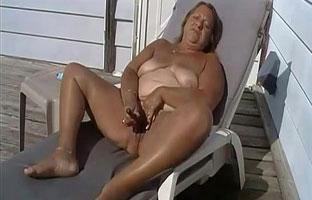 Fette Frau fickt sich