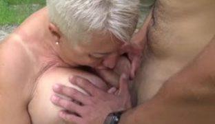 Sex am See ist geil für Oma