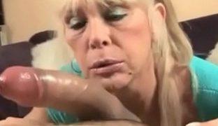 Tittenfick Porno mit geiler Oma