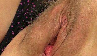 Oma will für euch masturbieren