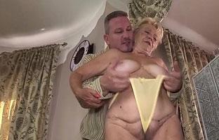 oma aus ungarn fickt in einem porno mit