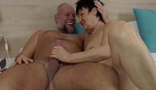 Deutsche Oma dreht Porno mit Opa