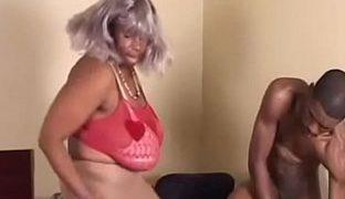 Ebonyomaporno mit fetter Oma