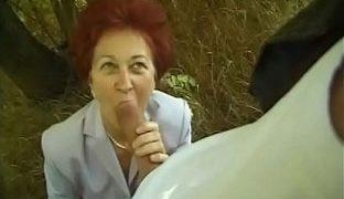 Oma Outdoorfick mit einem Fremden