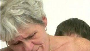 Genialer Oralsex Oma Porno