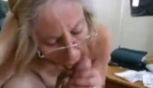 Lutschen und Saugen findet Oma geil